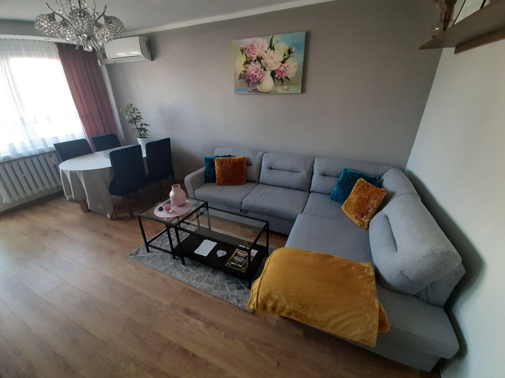 Passion Piece - living room 12